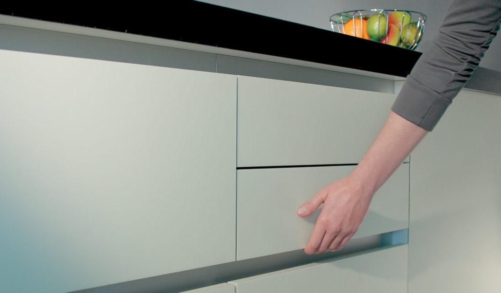 Кухня без ручек - ВикО Мебель Миасс